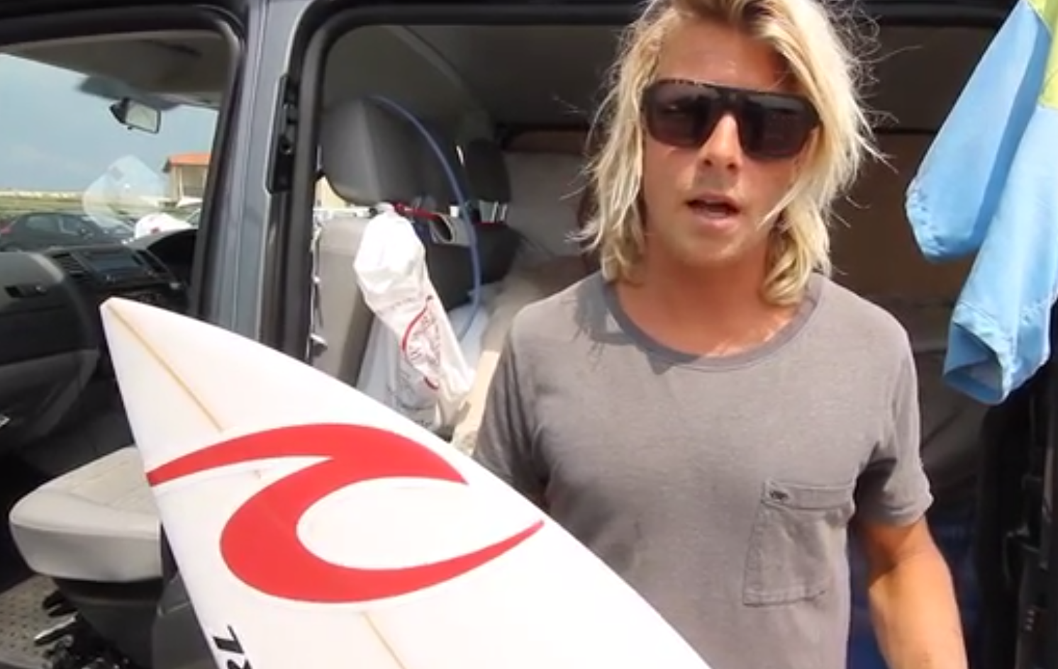 Surf Basics: Surfbrett waxen